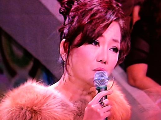 Felinda Wong sings
